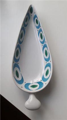 Spetsfat Blå båge Stig Lindberg Stig Lindberg, Pottery Designs, Ceramic Design, Mid Century Style, Vintage Pottery, Porcelain Ceramics, Retro, Little Things, Sweden