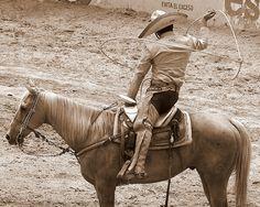 Guadalajara, Mexico: Charreria en Guadalajara by Guanatos Gwyn, via Flickr