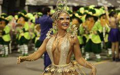 Gil Jung, rainha de bateria da Acadêmicos do Tatuapé, desfila no Anhembi
