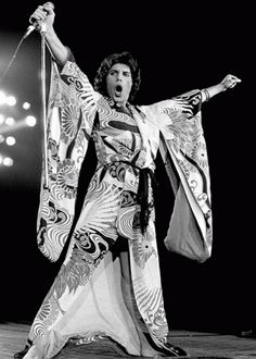 Freddie Mercury - got to see Queen one time, and think FM has the best voice ever! John Deacon, Hard Rock, Roger Taylor, We Will Rock You, Somebody To Love, Queen Freddie Mercury, Queen Band, Killer Queen, I Love Music