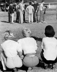 1517676_589061281162684_890662647_n.jpg (500×637)  Looks like Elvis is checking out the girls!!  lol