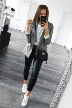 neue süße Street Style Outfit Ideen - Anziehsachen - You are in the right place about Blazer Outfit for men Here we offer you the most beautiful pictures Outfit Chic, Blazer Outfits Casual, Business Casual Outfits, Professional Outfits, Cute Casual Outfits, Chic Outfits, Comfortable Outfits, Outfit With Blazer, Sneakers Outfit Work