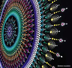 Rainbow Mandala #amanomandalas #mandalas #mandalalover #dotillismart #puntillismo #mandaladesign #rainbow #rainbowart