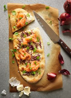 Lachs-Pizza | Zeit: 45 Min. | http://eatsmarter.de/rezepte/lachs-pizza