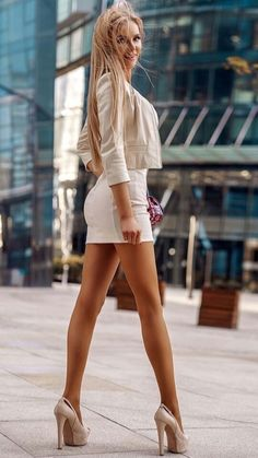 I ❤️ her sexy beautiful legs in high heels and shiny stockings, and sexy butt in cool tight mini skirt. Summer Outfits Women, Sexy Outfits, Sexy Dresses, Fashion Dresses, Modest Fashion, Great Legs, Beautiful Legs, Gorgeous Women, Beautiful Clothes