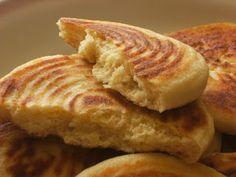 Recette Pain Algerien, Matlou3 . ~ Apprendre des recettes de cuisine et de pain Pureed Food Recipes, Bread Recipes, Vegetarian Recipes, Cooking Recipes, Naan, Algerian Recipes, Algerian Food, Tunisian Food, Levain Bakery
