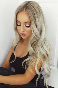 Soft waves on the gorgeous @kaseyrayton who is wearing her beautiful custom toned 160g Ash Blonde Luxy Hair Extensions. #LuxyHairExtensions