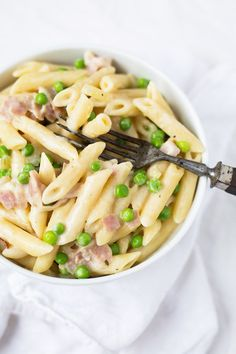 One Pot Pasta mit Schinken-Sahne-Sauce - Kochkarussell This recipe for one pota pasta with ham and c Easy Pasta Recipes, Crockpot Recipes, Soup Recipes, Vegetarian Recipes, Chicken Recipes, Cooking Recipes, Healthy Recipes, Shrimp Recipes, One Pot Spaghetti