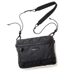 バックブランド「master-piece(マスターピース)」のオフィシャルサイトです。最新アイテムやニュース、ブログなどを随時更新しています。 Crossbody Bags For Travel, Backpack Bags, Travel Bags, String Bag, Nylon Bag, Cloth Bags, Fashion Bags, Leather Bag, Backpacks