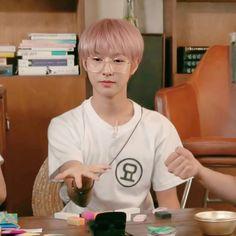 Nct U Members, Cute Inspirational Quotes, Nct Johnny, Wallpaper Stickers, Sm Rookies, Fandom, Huang Renjun, Funny Faces, Taeyong