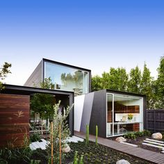 That House takes the basic form of three joined rectangular volumes