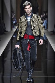 Robin: I love the backpack! Military Fashion, Boy Fashion, Runway Fashion, High Fashion, Fashion Show, Mens Fashion, Fashion Outfits, Fashion Design, Balmain Paris