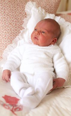 The Duke and Duchess of Cambridge shared new photos of Prince Louis and Princess Charlotte. Duchess Catherine, Kate Middleton, and Prince William Kate Und William, Prince William Et Kate, Prince Harry And Meghan, Prince And Princess, Royal Prince, Prince Charles, Princesa Charlotte, Princesa Kate, Reborn Baby Dolls