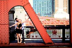 LA SALLE BRIDGE CHICAGO ENGAGEMENT PHOTOS ARTISTIC ENGAGEMENT PHOTOGRAPHY FINE…