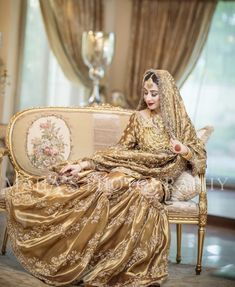 serves up yet another one of his masterpieces in a dazzling gold bridal and we must say we are obsessed!