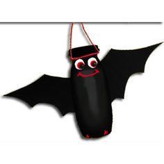 Un pipistrello fatto con un vasetto di yogurt da bere!