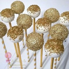 othing but metallics this week! Loving these gold cake pops to celebrate a clients birthday! Gold And White Cake, Gold Cake, Golden Birthday, 50th Birthday Party, Birthday Ideas, Cake Birthday, Princesse Party, Gateau Baby Shower, Silvester Party