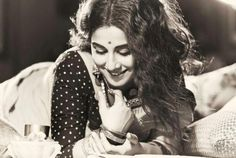Vidya Balan oozes old world charm as she poses for the Filmfare photoshoot. She is styled by Sabyasachi Mukherjee and looks lovely. Indian Photoshoot, Saree Photoshoot, Photoshoot Ideas, Portrait Photography Poses, Photography Poses Women, Film Photography, Vintage Photography Women, Indian Aesthetic, Saree Poses