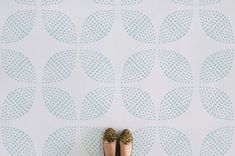 apple-dotted-circle-pattern-flooring-green-feet, also in dark grey and burgundy Modern Flooring, Terrazzo Flooring, Luxury Vinyl Flooring, Grey Flooring, Floors, Flooring Ideas, Penny Flooring, Garage Flooring, Bedroom Flooring