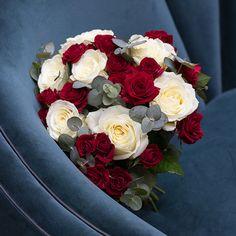 Bouquet de Saint Valentin Bouquet Saint Valentin, Orient, Flowers, Art Floral, Bouquets, Plants, Valentines Flowers, Chocolate Treats, Bunch Of Flowers