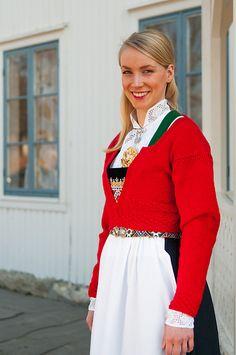 Ravelry: Strikket jakke til bunad pattern by Nina Granlund Sæther New Job, Custom Made, Ravelry, Sweaters, Cardigans, Knitting, Pattern, How To Make, Crafts