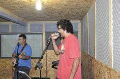 NO M.E ESTÚDIO ENSAIANDO LET ME SING,LET ME SING COM BOB NAS GUITARRAS BASE/SOLO/BACK VOCAL.