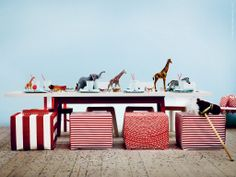 Ett vilt kalas! | Redaktionen | inspiration från IKEA  Love the use of animals as table decor.