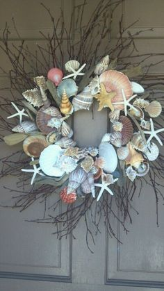Cheap And Easy DIY Coastal Christmas Decorations Ideas – Vanchitecture Seashell Wreath, Seashell Art, Seashell Crafts, Beach Crafts, Fun Crafts, Amazing Crafts, Driftwood Wreath, Stick Crafts, Cork Crafts