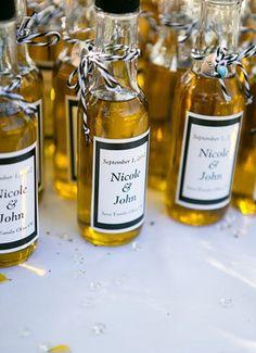 Huile d'olive (ou gnôle) avec sticker à notre nom