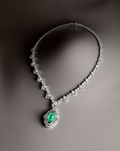 Louis Vuitton haute joaillerie--Necklace in white gold, a 10.14 carat Paraïba tourmaline and diamonds for 30.30 carats.