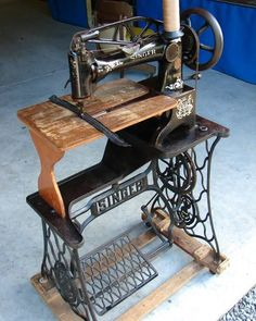 Leather sewing machine: Singer 29-4 with wood extension table -- many still in use -- Antique Sewing Machines | eBay