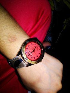 Saat geçmek bilmez bazen...........