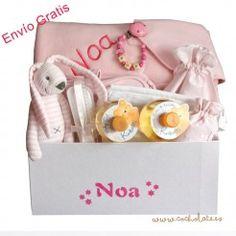 Regalos recien nacido online. Canastiila de bebé totalmente personalizable. Diaper Bag, Bags, Newborn Baby Gifts, Gift Shops, Personalized Gifts, Baskets, Handbags, Diaper Bags, Mothers Bag