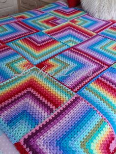 More than 30% Off!!! Purchase Link:http://www.aliexpress.com/store/1687168 Crocheted by Loobys Loops Giant mitered rainbow granny blanket  <3