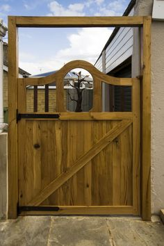 Woodworking videos and projects. Woodworking for Mere Mortals: Now that's a gate.