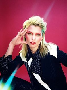 a vivid glam rock editorial that is lensed by photographer Quentin De Briey. Styling for the chromatic shoo. Glam Rock Makeup, 80s Glam Rock, 70s Glam, 70s Makeup, Makeup Inspo, Rock Chic, Rock Style, Moda 80s, David Bowie