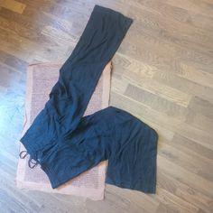 Kalhoty Dámské kalhoty,cerne,barva vyseptala,velikost M, Zara woman,cena 50Kč
