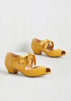 1940s Womens Shoe Styles Major Motion Picturesque Heel in Sunflower $68.99 AT vintagedancer.com