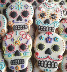 Halloween Cookies Decorated, Halloween Sugar Cookies, Halloween Baking, Halloween Desserts, Halloween Cupcakes, Halloween Treats, Halloween Halloween, Fall Cookies, Holiday Cookies