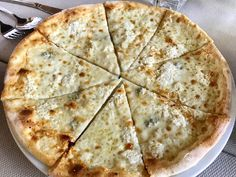 Pizza, Bakery, Deserts, Good Food, Food And Drink, Sweets, Cheese, Mai, Condensed Milk