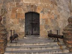 Cañones de la torre del Oro.