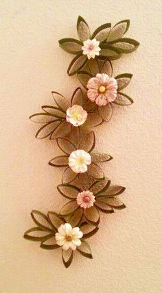 Toilet Paper Roll Art, Paper Wall Art, Toilet Paper Roll Crafts, Cardboard Crafts, Diy Paper, Cardboard Playhouse, Toilet Paper Flowers, Paper Flowers Diy, Paper Towel Roll Crafts