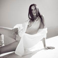 "933 Me gusta, 28 comentarios - Edu Weis (@edu_weis) en Instagram: ""She: @delfichaves mua: @bettinafrumboli @frumboliestudio hair: @christiandipetta style: @cnavar Ph…"" Bell Sleeves, Bell Sleeve Top, White Dress, Hair, Instagram, Ph, Women, Style, Fashion"