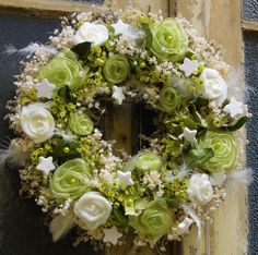 Luxusní+vánoční+věnec+Bohatě+zdobený+věnec+jsem+vyrobila+kombinací+sušených+květin,ručně+vyrobenými+filcovými+a+organzovými+květinami.Přizdobeno+několika+druhy+korálků+a+glitrovaných+hvězdiček.+Krásná+nadčasová+vánoční+dekorace.K+věnci+jsem+vyrobila+trojrozměrné+srdce+zdobené+ve+stejném+stylu.+Adventní+dekoracei+je+možné+na+přání+vyrobit.+Souprava+je... Floral Wreath, Wreaths, Home Decor, Floral Crown, Decoration Home, Door Wreaths, Room Decor, Deco Mesh Wreaths, Home Interior Design
