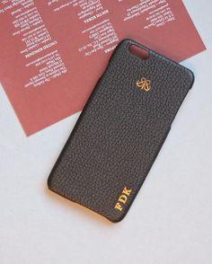 Just black 💫 . #initial #iphonecase #leather #accessories #personalized #siyah #derikapak #kilif #iphonekilif #iphonederikilif #kisiyeozel #harfbaski #serapaktugleathergoods