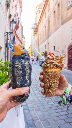 Good Food chimney cake prague Churros, Kurtos Kalacs, Ice Cream Museum, Candy Lady, Prague Food, Chimney Cake, Delicious Desserts, Dessert Recipes, Bubble Waffle