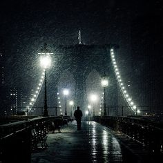 I've always been sort of ensnared by streetlights and snow. (Back to snowy Brooklyn Bridge.  By γατακι)