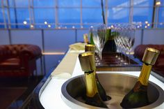 4 Reasons To Love The Cathay Pacific Lounge Experience in Hong Kong