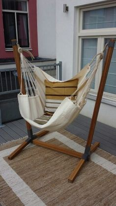Hangmat Stoel Met Standaard Van Geperst Bamboe. Hanging Chair With Support  Of Pressed Bamboo.