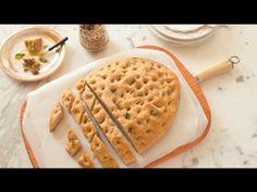 Focaccia integral com alecrim e tapenade de azeitona - Receitas - Receitas GNT